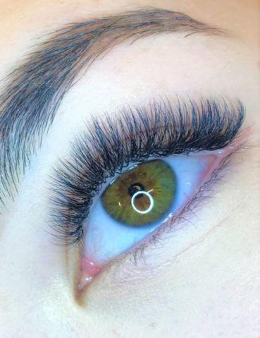 Volume-Eyelash-Extensions-10_compressed